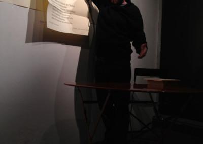 Lecture de Dominique Meens, lors du lancement des posters de Marie-Luce Ruffieux et de Dominique Meens et exposition des posters - Librairie histoire de l'œil, Marseille, 1er décembre 2012.