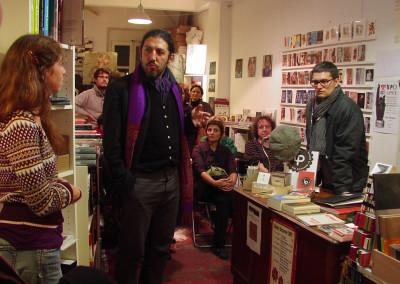 Présentation par Jean-Roch Siebauer et Nicolas Tardy, lors du lancement des posters de Dorothée Volut et Ian Monk, librairie Le lièvre de mars, Marseille, 19 novembre 2011.